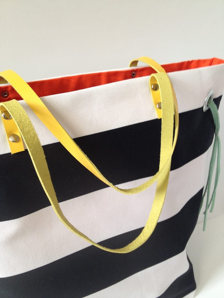 Color tote with stripes
