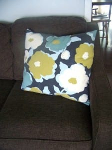 Easy pillow cover tutorial