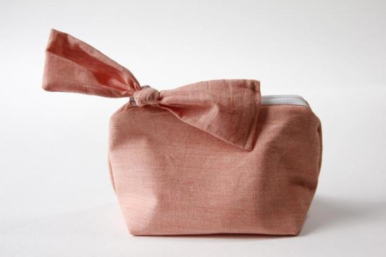 FREE zippered bow pouch