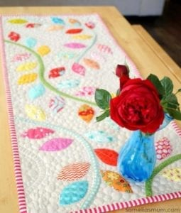 Bursting Buds Table Runner free pattern