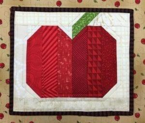 Apple Mug Rug FREE Sewing Tutorial