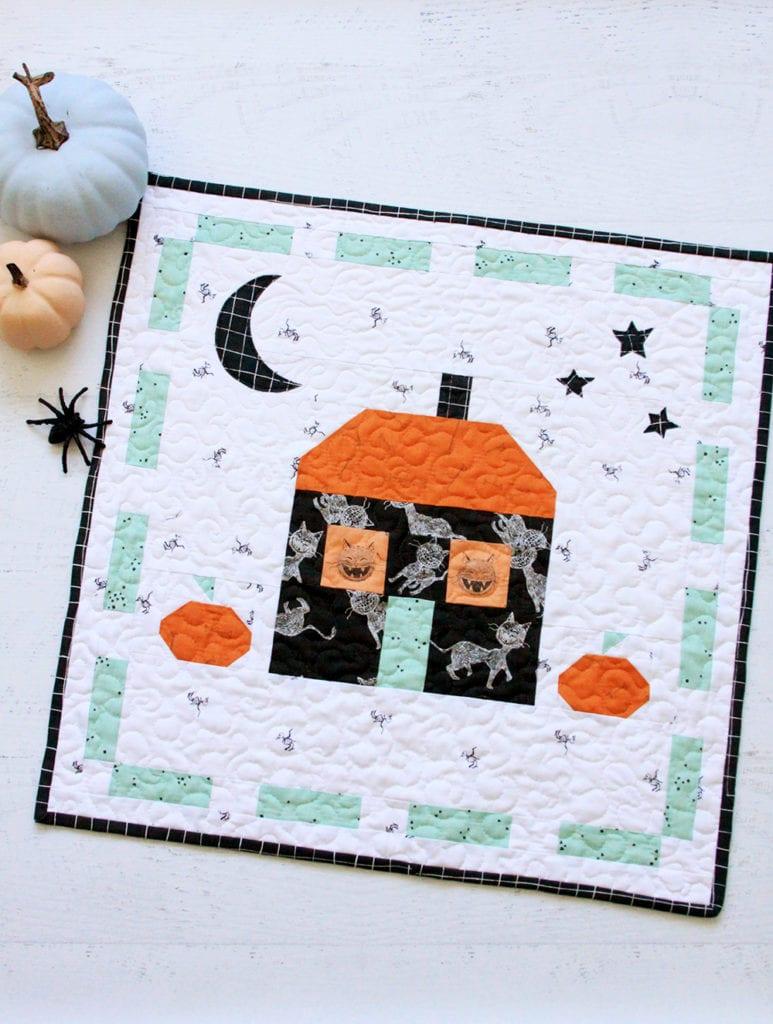 Halloween Mini Quilt FREE Pattern