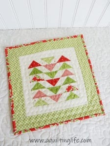 Christmas Mini Quilt FREE Tutorial
