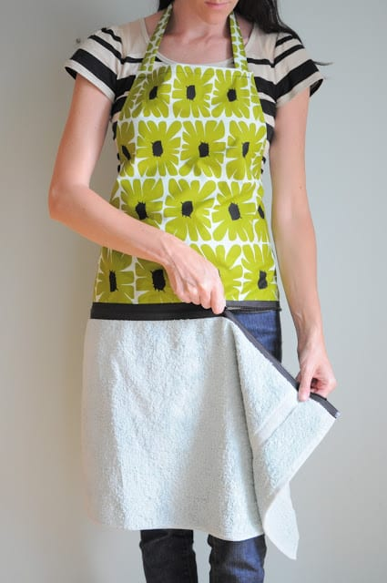 Hand Towel Apron With Zipper FREE Sewing Tutorial